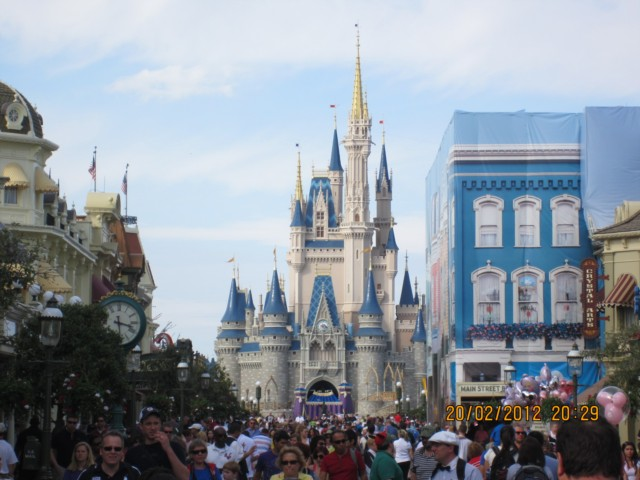 Crowds at Cinderellas Castle
