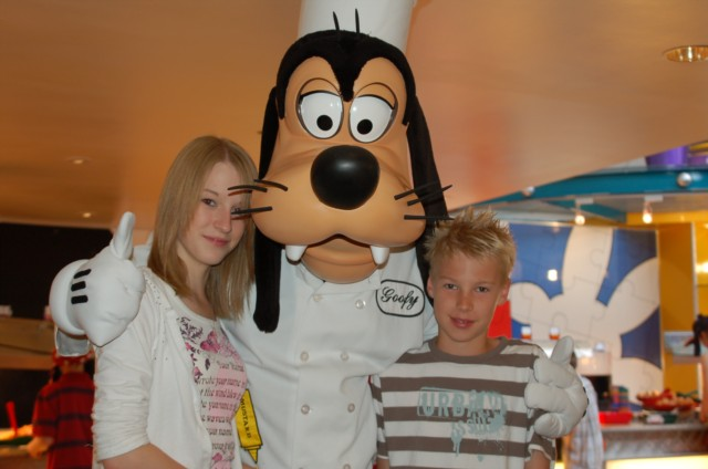 Goofy at Chef Mickey's Breakfast ADR